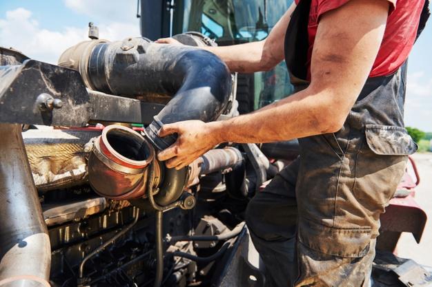 opravy zemědělských strojů a techniky